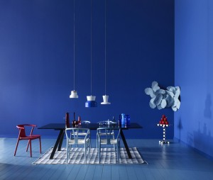 creative-colorfull-interior-design-blue-wall-floor
